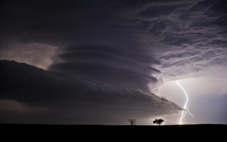 Why Do People Become Storm Chasers Sierra Club - Storm chaser gets struck lightning films