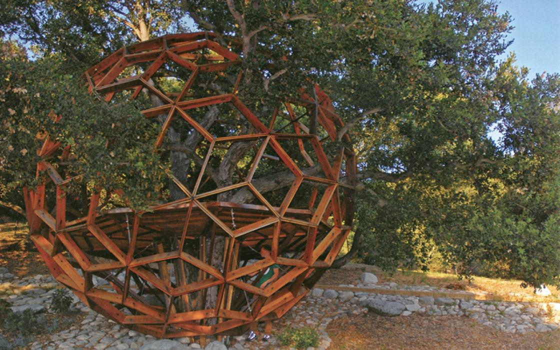 Honey Sphere, by 02 Treehouse, is a treehouse in Beverly Hills, California.