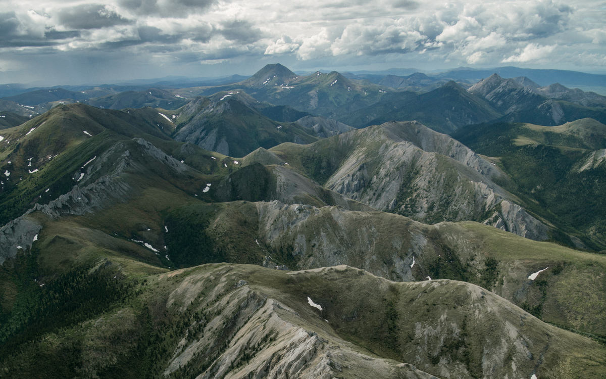 bef9c8df68 The Brooks Range stretches east to west, a continental divide that splits  the watersheds of