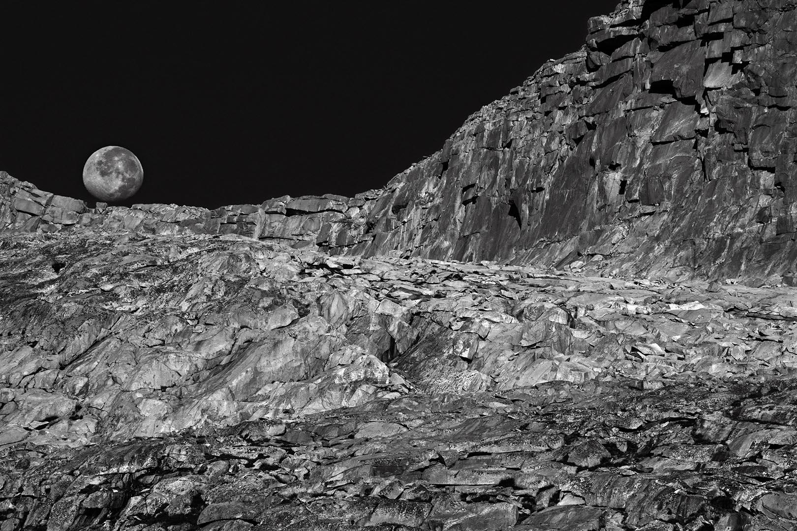 Moonset, near Donahue Pass